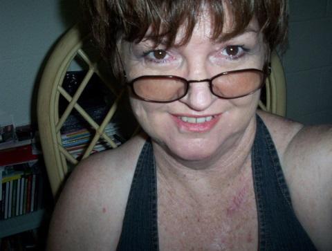 Hallo, ich bin die Lana. Eine scharfe Oma aus Stallikon im Kanton Zürich und suche hier Bekanntschaften zu Männern. Mit 63 Jahren bin ich eine lustige Oma, die noch viel Spaß an Sex und Leidenschaft hat. Probiere gerne neue Dinge aus und suche hier Männer für Sextreffen, Sexaffaire oder Partnerschaft. Wenn du auf reife Omas stehst und dir mein Bild gefällt, dann schreib mir einfach mal