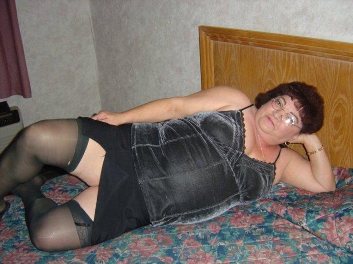 Hallo ihr tollen Männer!! Ich bin die Nachthexe, eine geile Oma von 67 Jahren und komm aus Laufen im Kanton Basel-Landschaft. Auch in meinem vorgerückten Alter bin ich noch sexuell aktiv und suche jüngere Männer, die mir es richtig und ausdauernd besorgen wollen. Lust auf Sex mit Oma? Ich mag sehr gerne Oralverkehr und dicke Schwänze. Also melde dich wenn du ganz zwanglos eine geile Oma ficken willst!!!